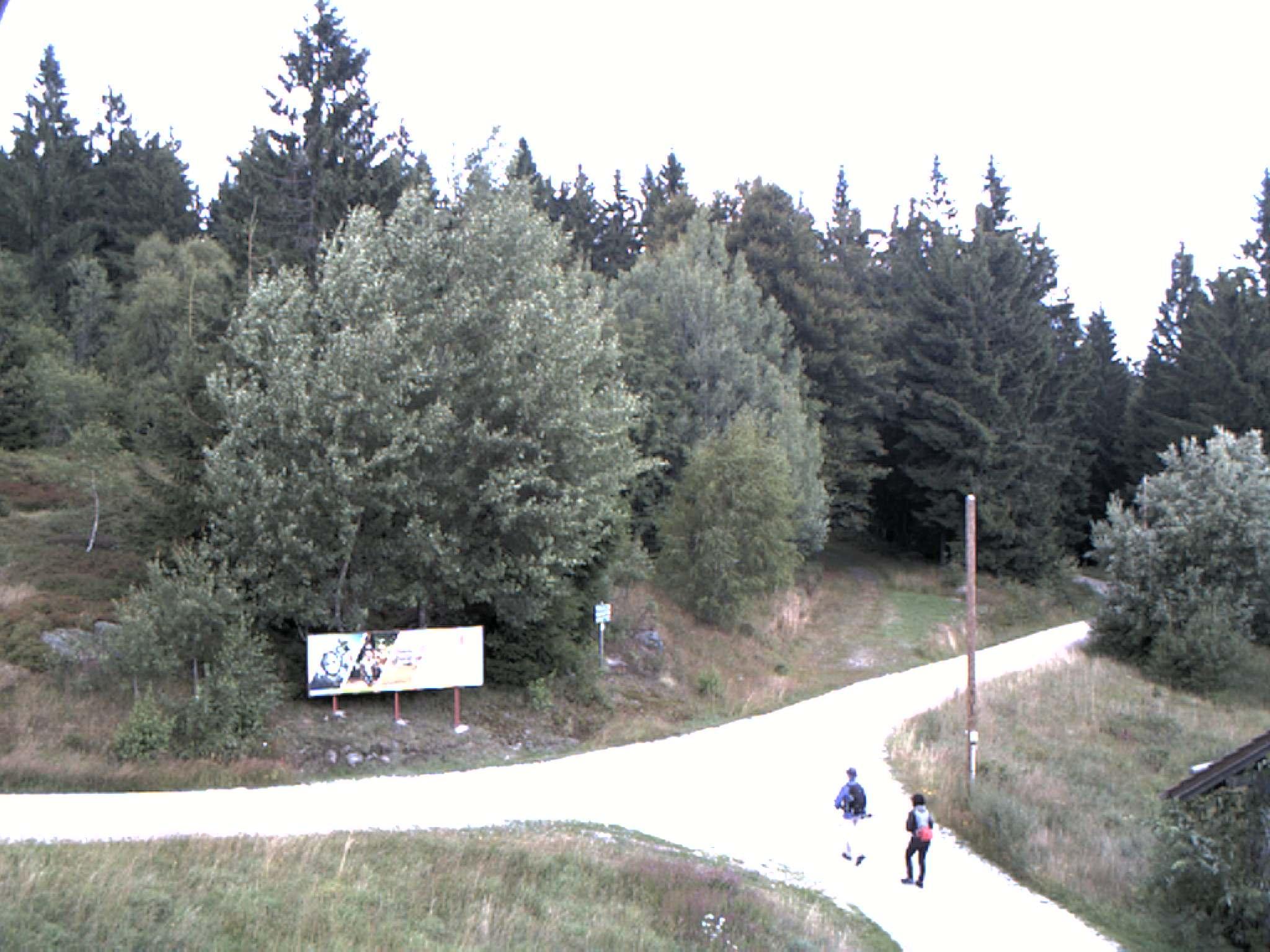 Blick zum Wegkreuz am Landshuter Haus